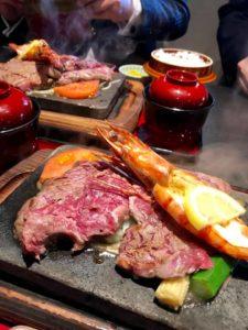 遠方からお客様が来られてるので、 お肉を食べに行く件