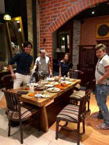 ジャカルタで事業をしてる勢いのある2人の若者と、その妻と、 そのお客さんがらみのラマさんに会う件